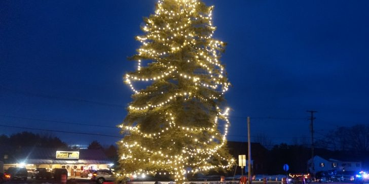 Belgrade's tree lighting went off without a hitch Dec. 1, despite ongoing road construction. The event kicked off the village's Holiday Stroll. (Maureen Milliken photo)