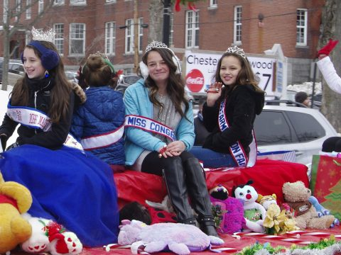 "Miss Farmington Fair, Miss Congeniality, Miss New Vineyard, Miss Pine Tree and other ""Misses"" kept warm on this float with the help of different species of Teddy Bears. (Bill Van Tassel photo)"